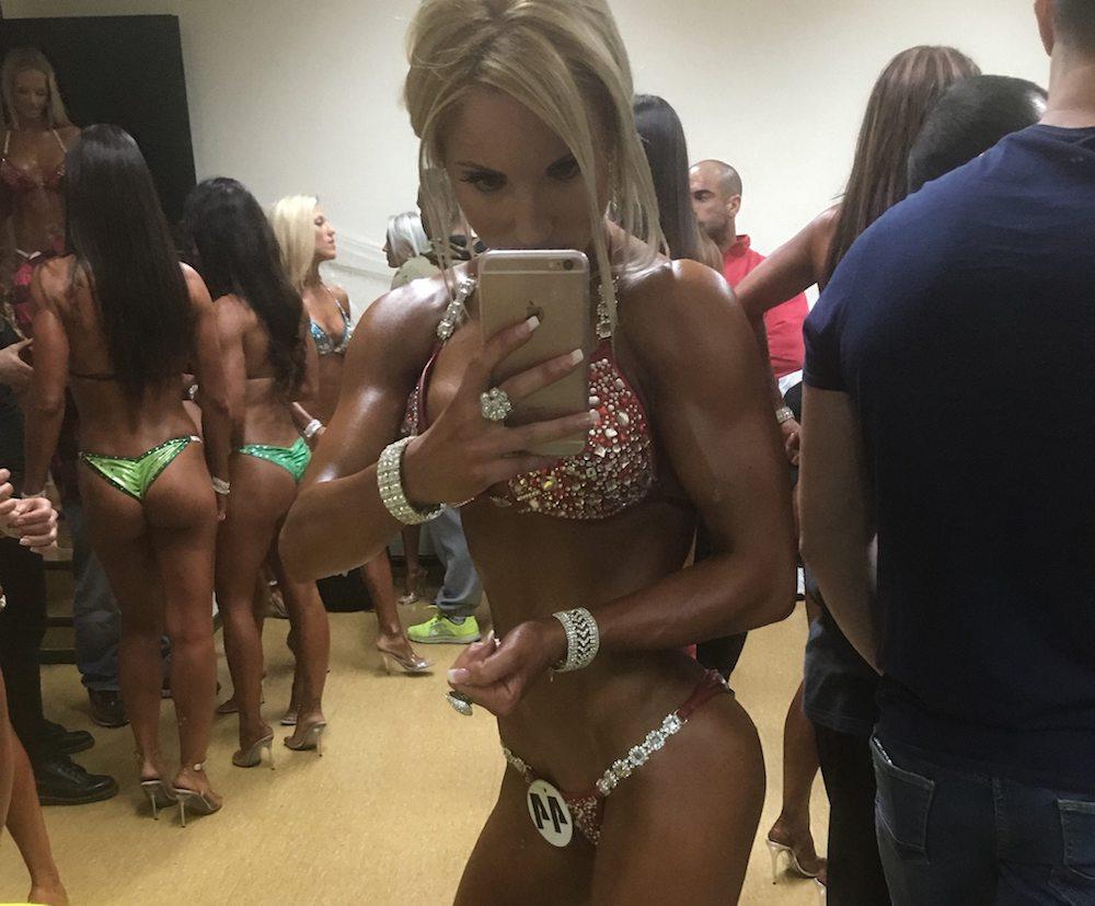 competir bikini modelo