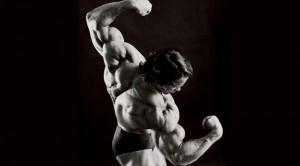 Arnold Schwarzenegger hombros
