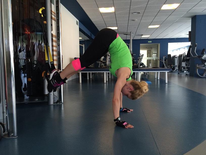 Elevaciones de cadera con TRX