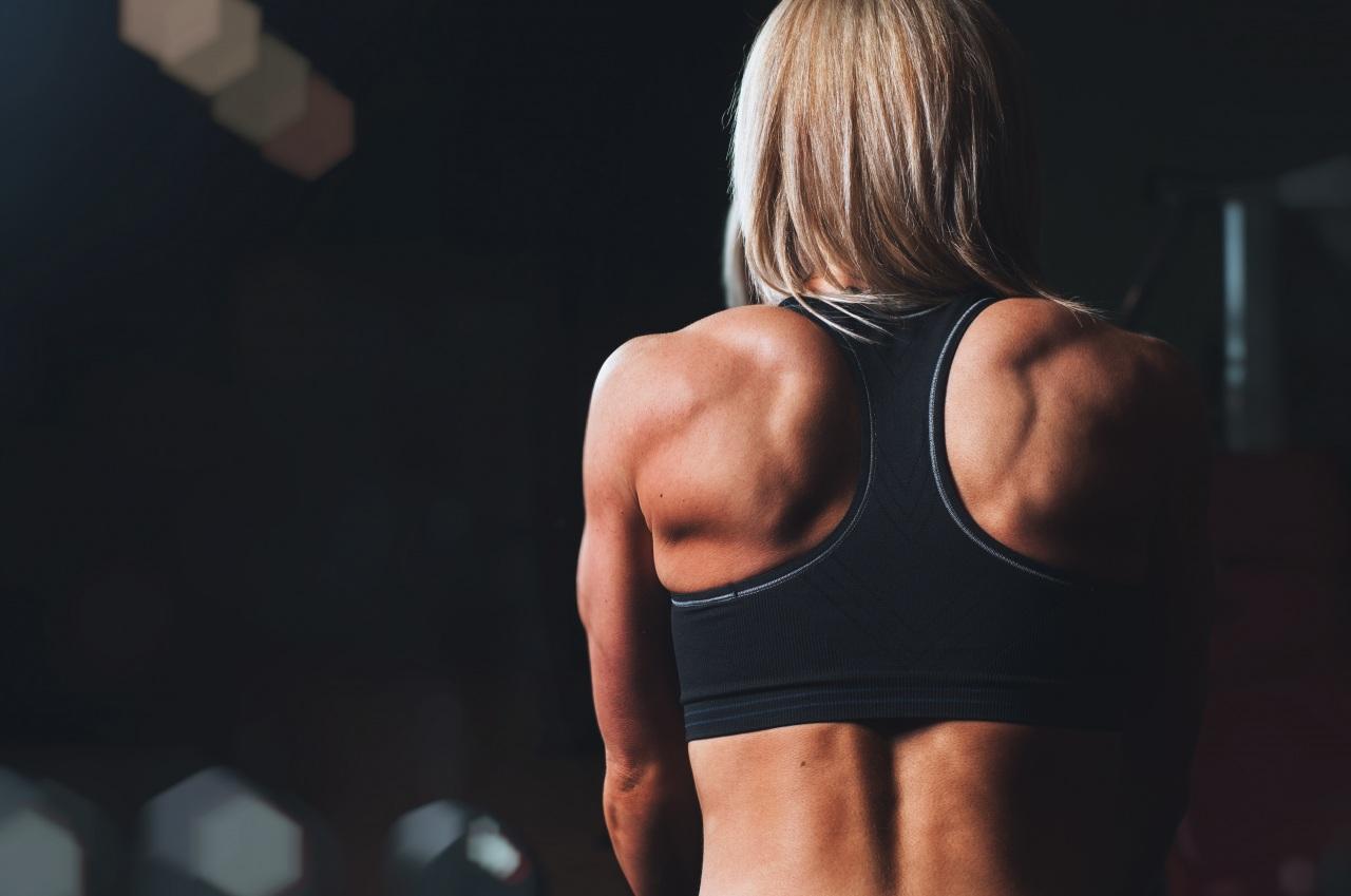 chica fitness espalda
