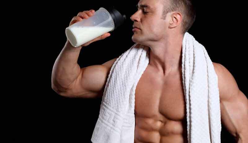 bebiendo-shake-proteina