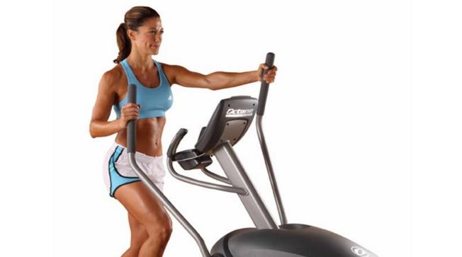 beneficios-bicicleta-eliptica-mujer-gym