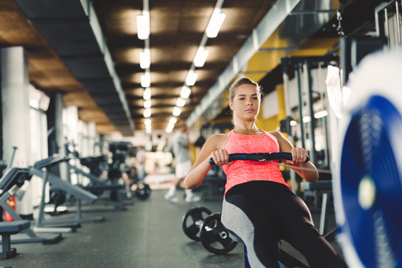 beneficios del remo gimnasio
