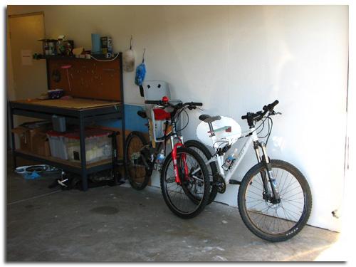 Bicicleta vieja en el trastero