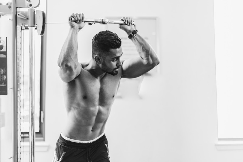 como-conseguir-un-cuerpo-fitness-chico-gym
