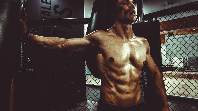 como-conseguir-un-cuerpo-fitness-chico