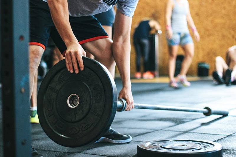 como-evitar-las-agujetas-dolor-levantamiento-de-peso