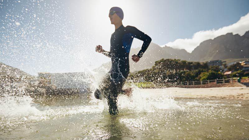 cropped entrenamiento triatlon principiantes natacion