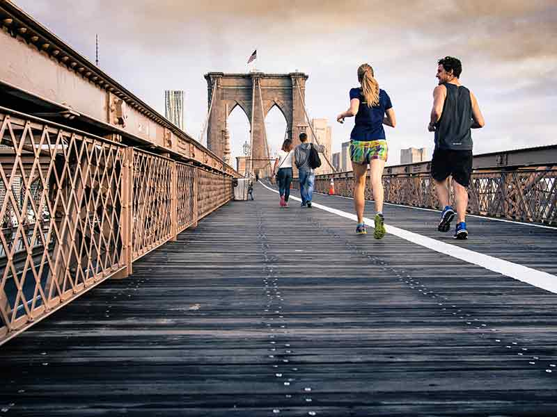 cuantas-calorias-hay-que-quemar-dia-pareja-running