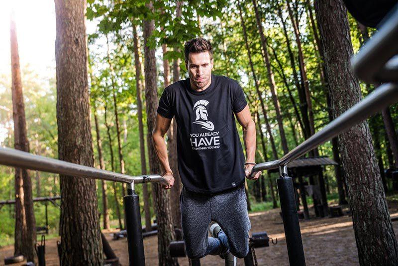 ejercicios-al-aire-libre-ejercicios-en-parque-entrenamiento