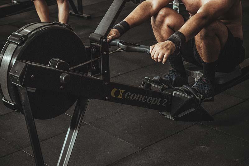 ejercicios-maquina-remo-gimnasio