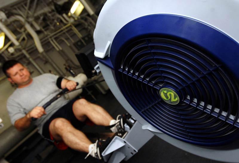 maquina-remo-que-musculos-trabaja-chico
