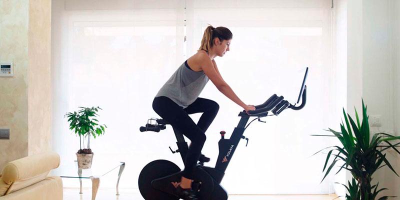 mejor-bicicleta-spinning-casa-chica-bicicleta