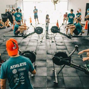 9 ejercicios para brazos con banda el stica mundo fitness for Mundo fitness gym