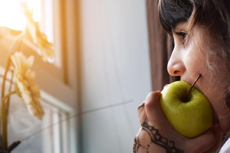 que-comer-despues-hacer-ejercicio-manzana