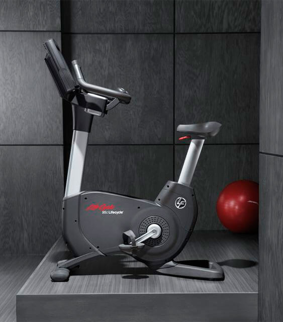 bicicleta-estatica-musculos-que-trabaja-lifefitness