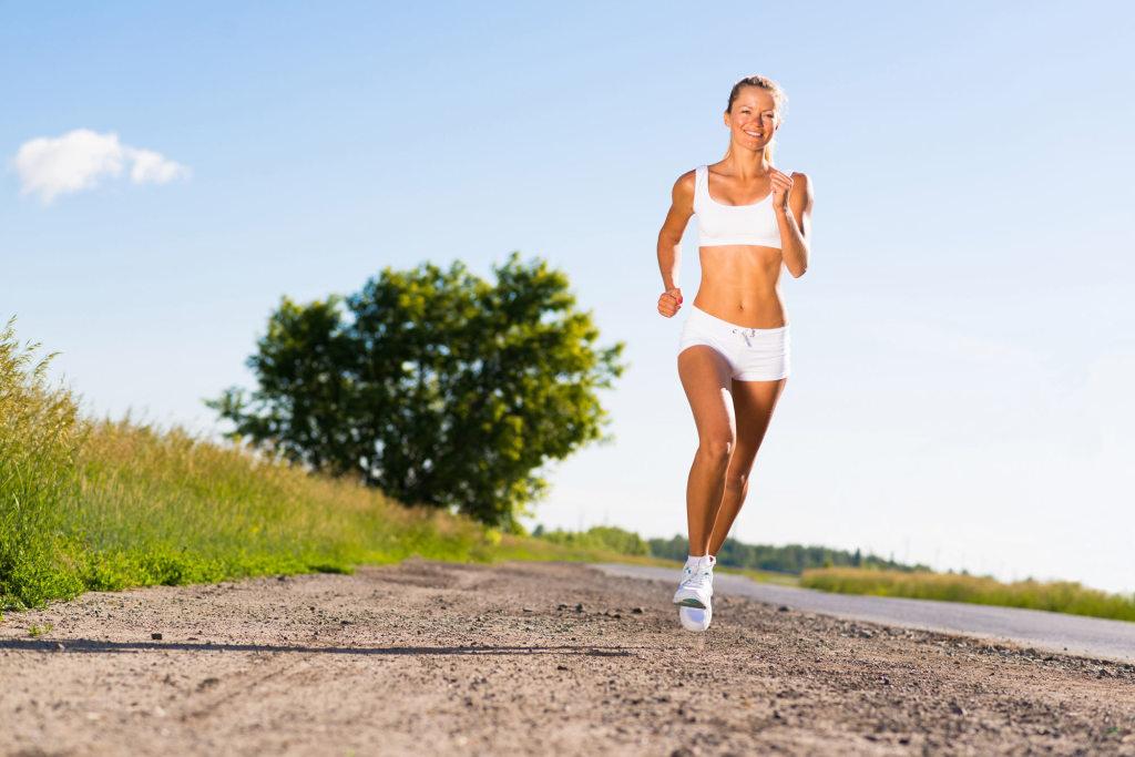 Chica corriendo para perder peso