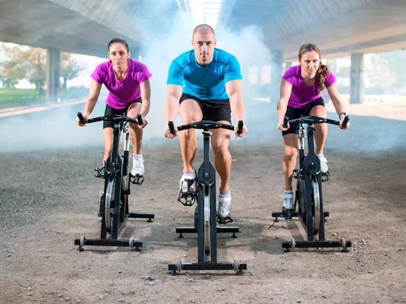 diferencia bicicleta estatica y spinning