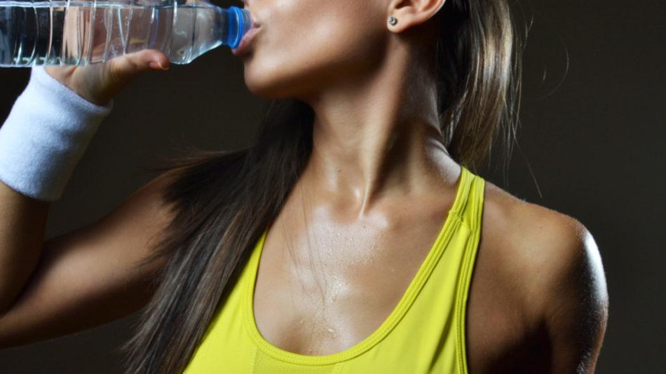 por qué beber más agua
