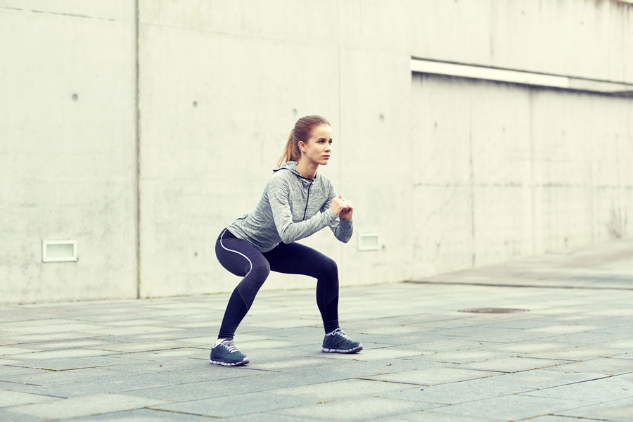 ejercicios-adelgazar-muslos-sentadillas